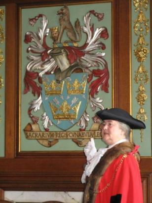 Mme la maire de Bury