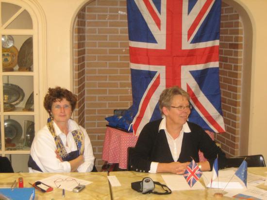 Mme Arielle François Adjointe au Maire et Mme Floriane Le Rouzic présidente de l'association