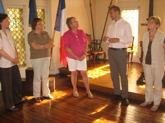 Oliver Gill recu a l'hotel de ville par Mme Garaud